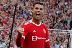 Ronaldo makes his debut for Manchester United
