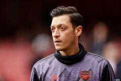 Mesut Ozil transfer news: Arsenal outcast nears Fenerbahce switch