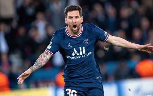 Lionel Messi celebrates scoring his first PSG goal