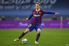 De Boer praises De Jong: 'He's played in every position except goalkeeper!'