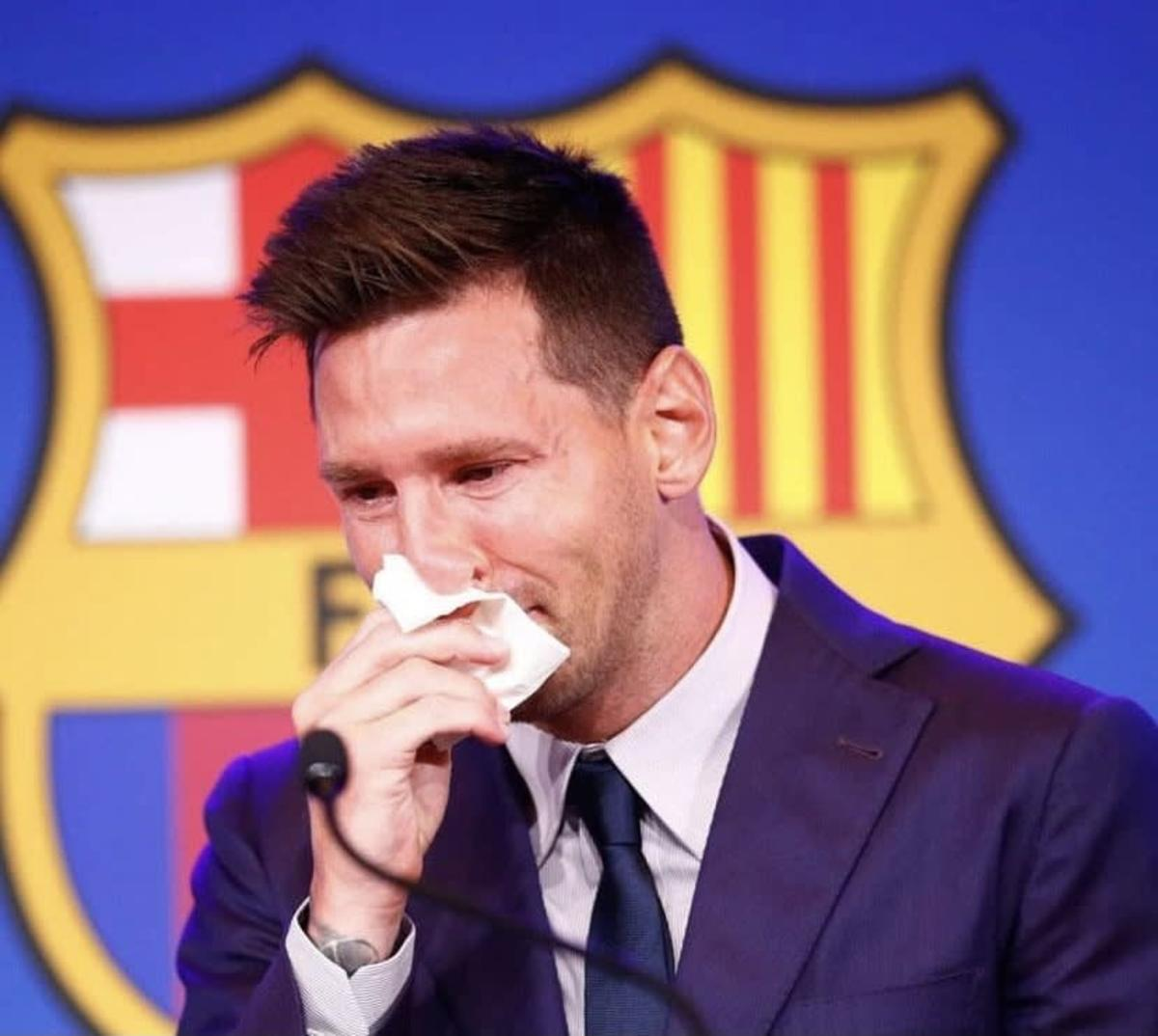 Lionel Messi crying during Barcelona farewell, 2021