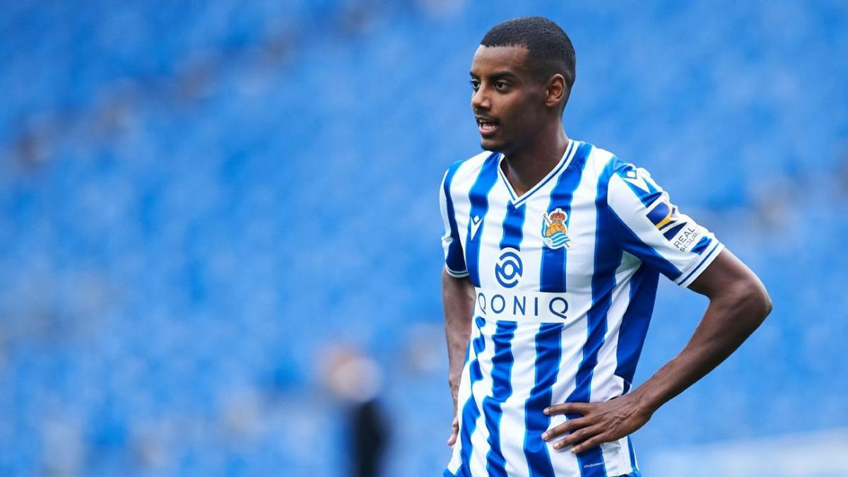 Would Alexander Isak be an ideal signing for Barcelona?