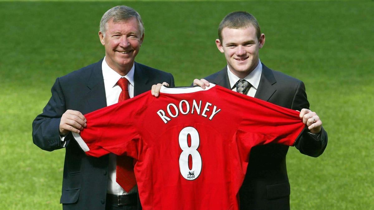 Wayne Rooney signs for Man Utd