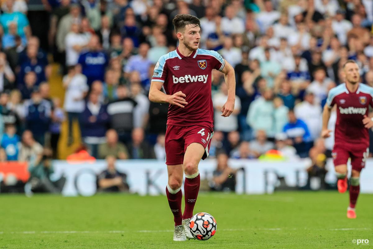 Declan Rice playing for West Ham in 2021/22