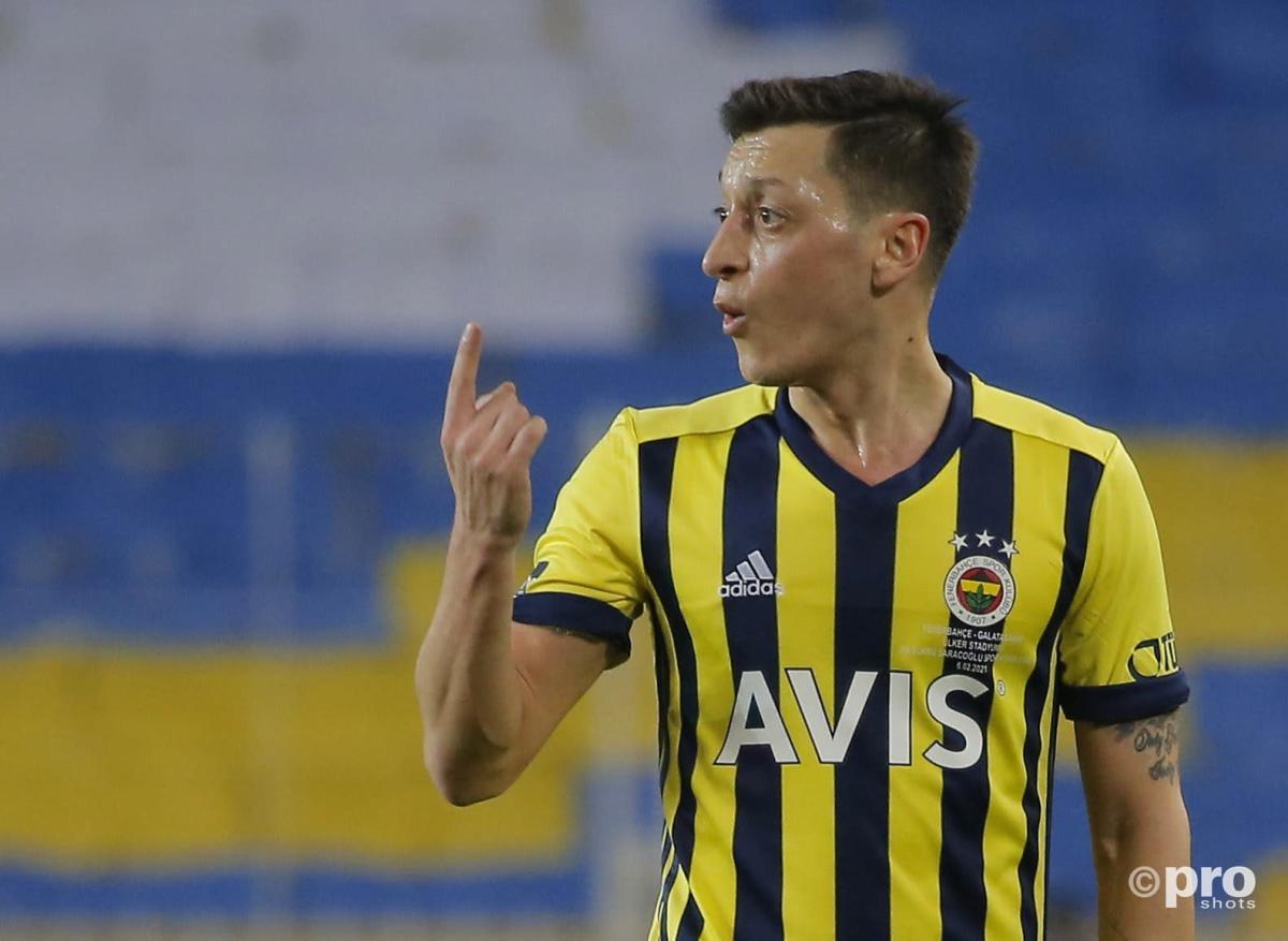 Mesut Ozil suffers derby frustration despite lively performance