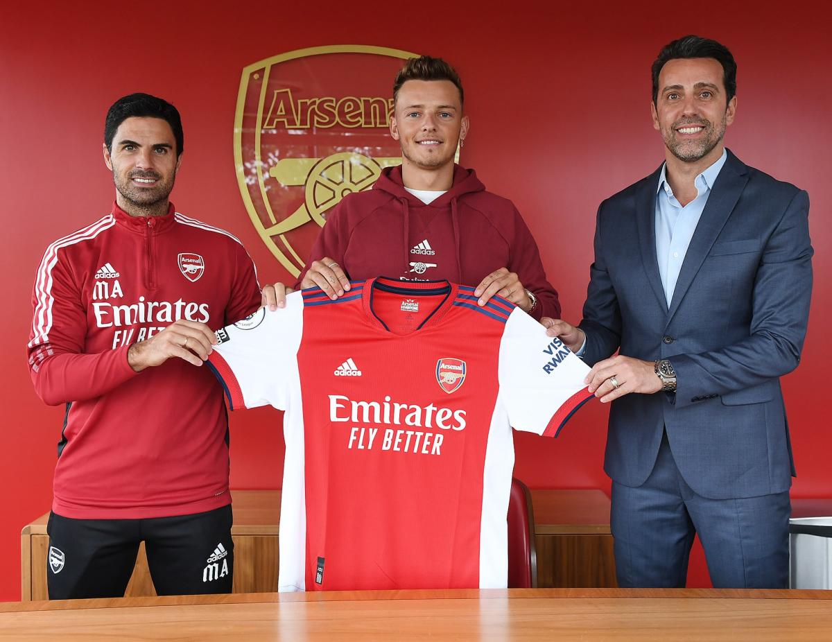 Arsenal unveil Ben White, who arrives for £50m from Brighton