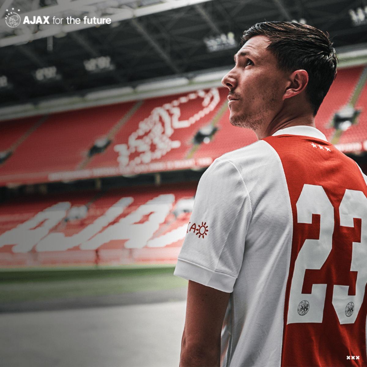 Steven Berghuis has signed for Ajax, Feyenoord's bitter long-standing rivals
