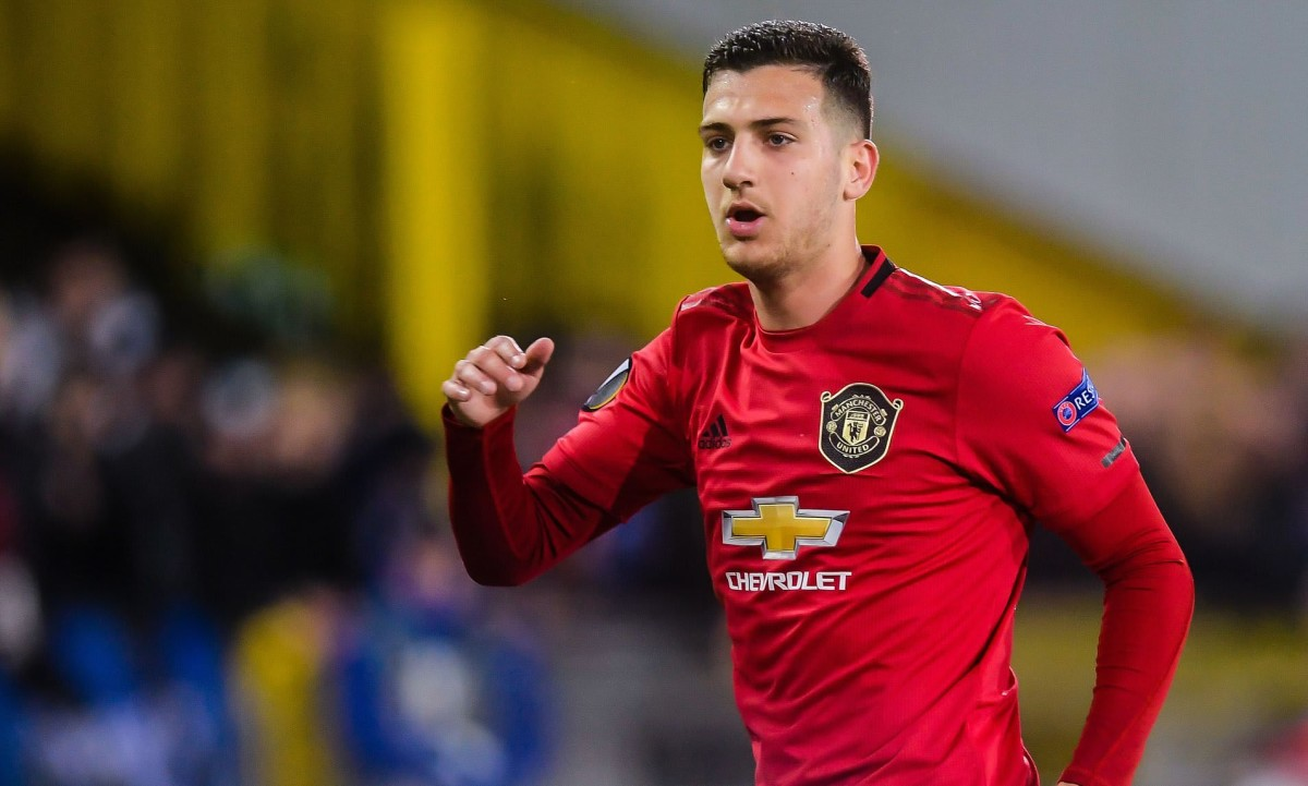 Should Manchester United sell Diogo Dalot to Milan?