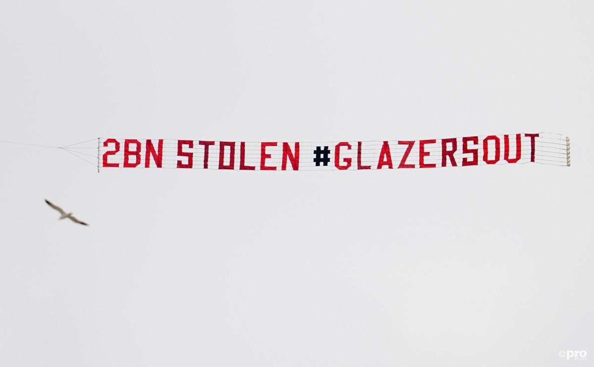 '£2 billion stolen' – Man Utd fans fly #GlazersOut banner over Leeds