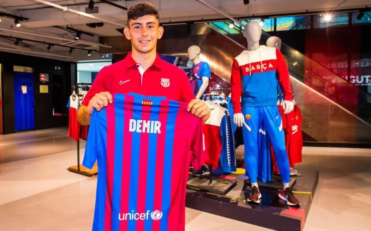Yusuf Demir signs for Barcelona