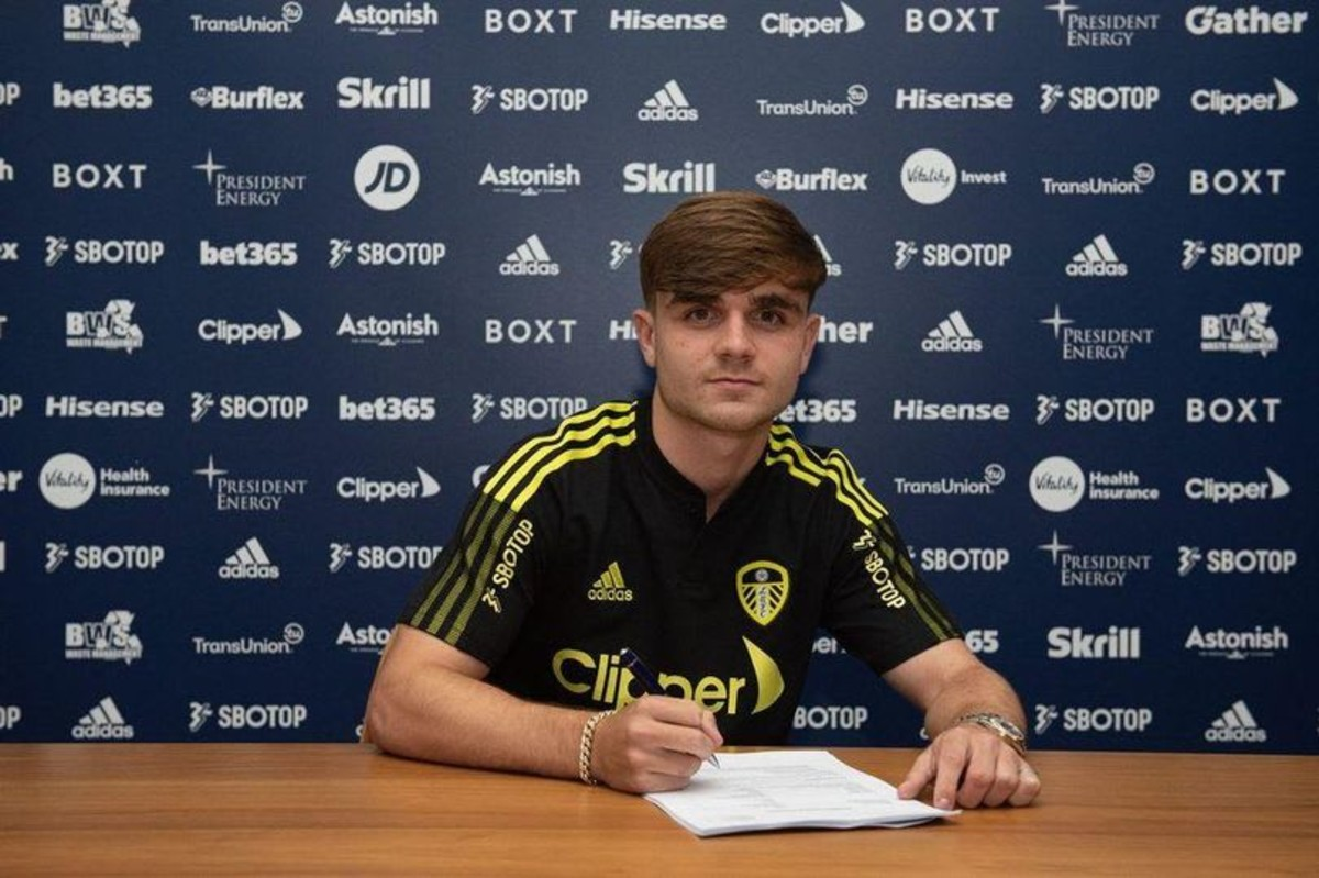 Lewis Bate joins Leeds United from Chelsea
