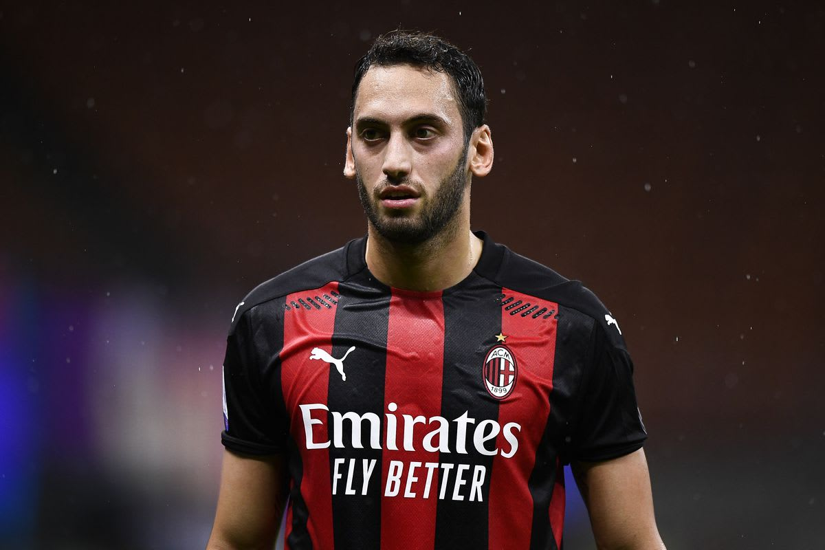 Chelsea face competition from Arsenal & Juventus for Calhanoglu