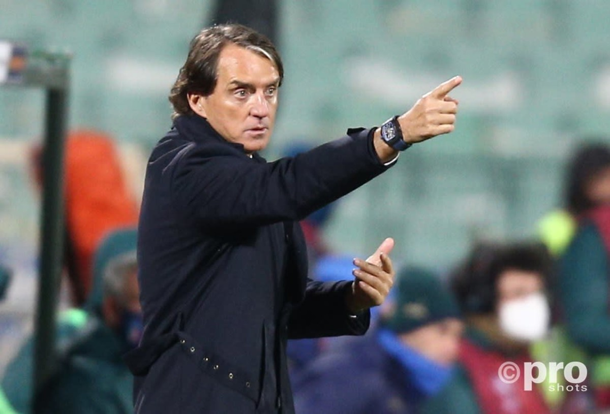 Official: Roberto Mancini extends Italy deal until 2026