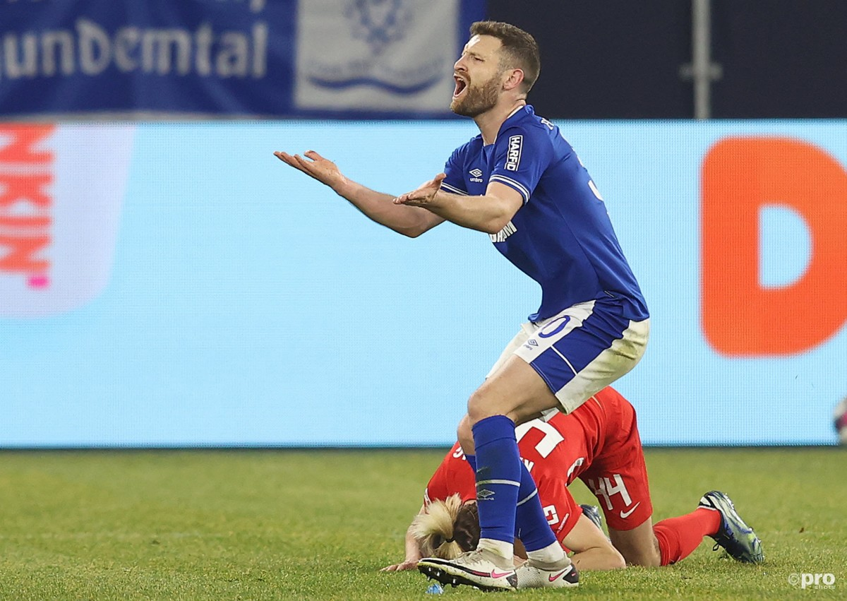 Shkodran Mustafi dropped from Schalke squad for 'sporting reasons'